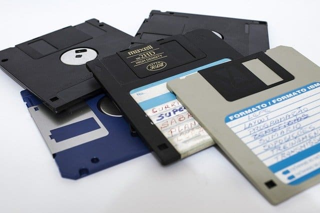 world wide web and disk drive Pros and cons of web and cd-rom interactives web-based projects/ resources: world-wide access - one's resource can be accessed by anyone  worldwide.