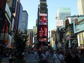 foot traffic times square retailers